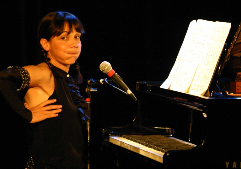 2011_11_18_09_Nathalie Miravette